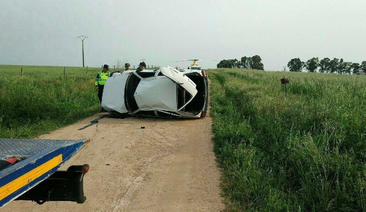 Imagen del coche volcado en Villar del Rey