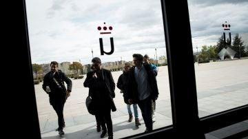 Representantes de asociaciones de estudiantes a su llegada a la Universidad Rey Juan Carlos.