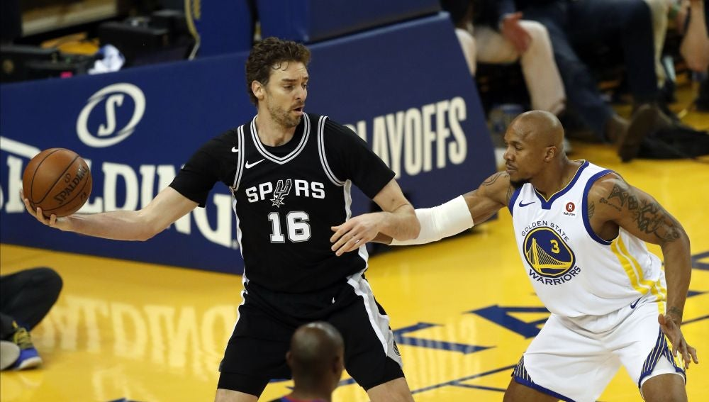 Pau Gasol, en acción ante los Warriors