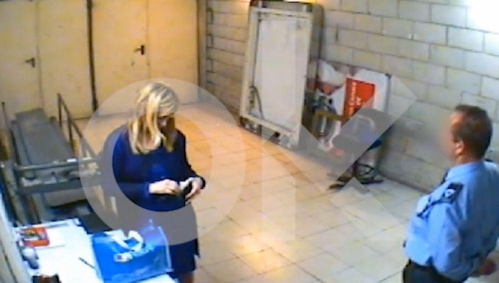 Cristina Cifuentes retenida por robar dos cremas