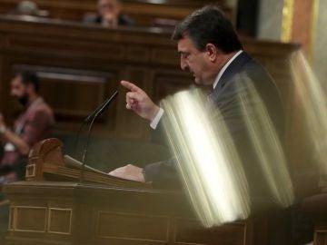 El portavoz del PNV Aitor Esteban, durante su intervención en el pleno del Congreso