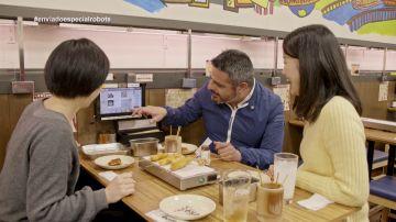 Jalis de la Serna come en un restaurante sin camareros