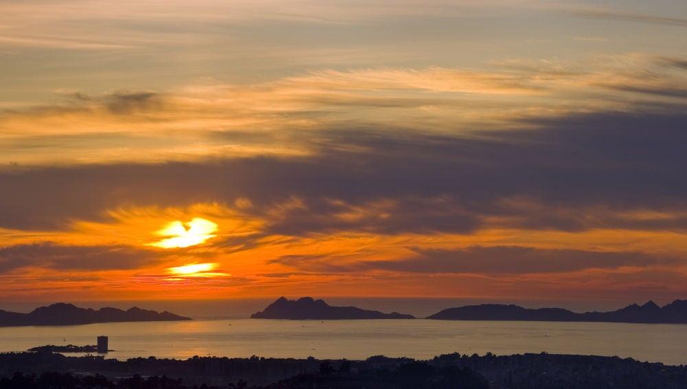 Atardecer en las Islas Cíes en la Ría de Vigo