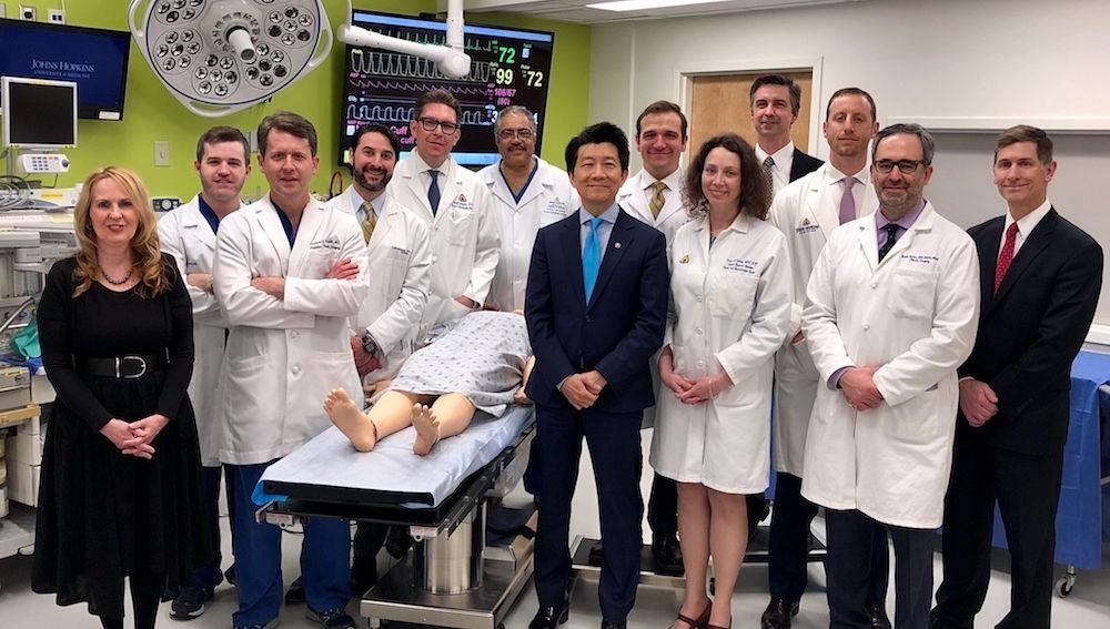 El equipo médico que participó en la pionera cirugía