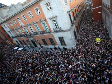 Una multitud protesta contra fallo de Manada frente al Ministerio de Justicia