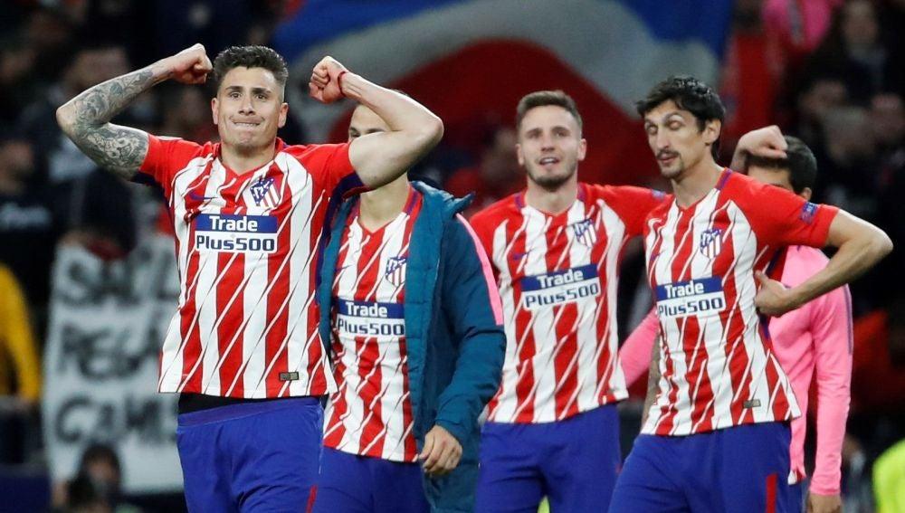 Los jugadores del Atlético celebran la clasificación para la final de la Europa League