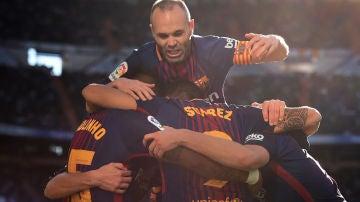 Iniesta celebrando un triunfo en el Bernabéu