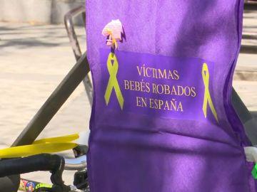 Asociaciones de familiares de bebés robados se han manifestado en el centro de Madrid