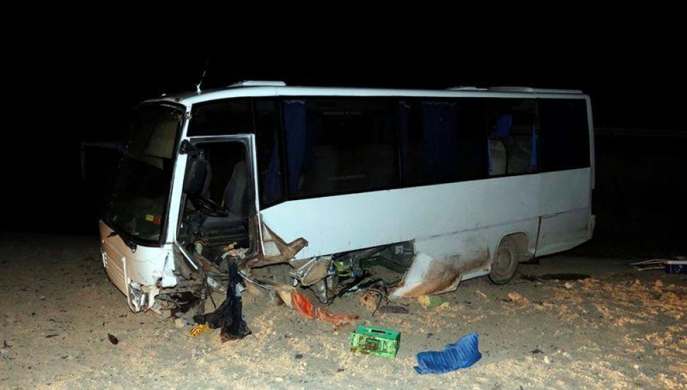 Estado en el que quedó el autobús tras el accidente