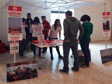 Voluntarios de Proactiva Open Arms recaudan fondos en el Museo Marítimo de Barcelona