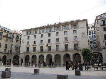 Exterior de la Audiencia de Alicante