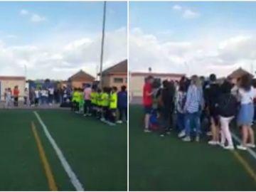 Los jugadores homenajean a sus madres antes del partido