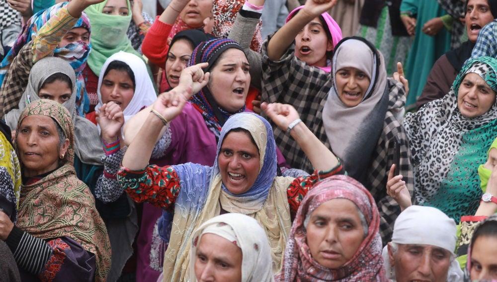 Un grupo de mujeres manifestándose en Cachemira, en la India (Archivo)