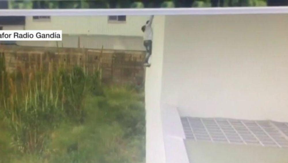 Un joven se escapa del calabozo en Gandía