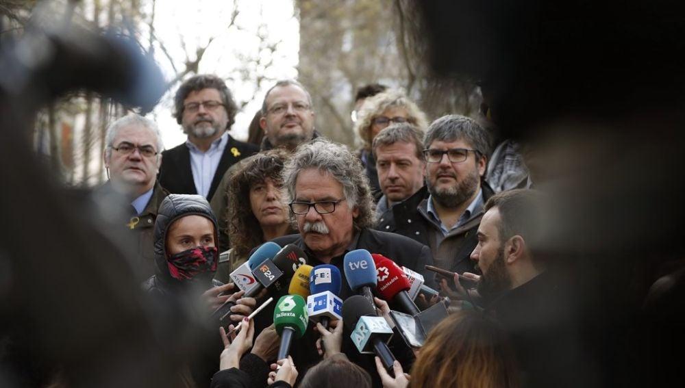 Joan Tardà hablando con los medios