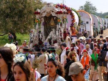 La Hermandad de Camas (Sevilla) durante el camino hacia la aldea almonteña de El Rocío