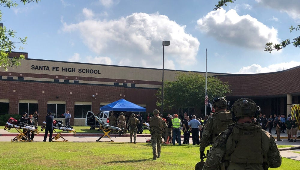 Alrededores del instituto donde se ha registrado un tiroteo en Texas