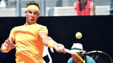 Rafa Nadal, en acción ante Fabio Fognini
