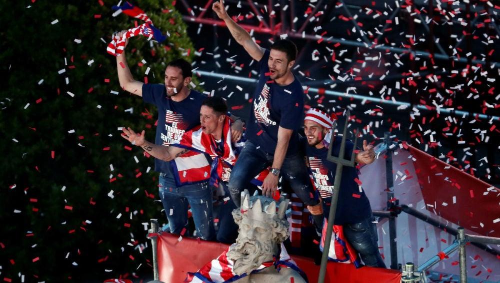 El Atletico Celebra Por Todo Lo Alto La Europa League En Una Abarrotada Fuente De Neptuno