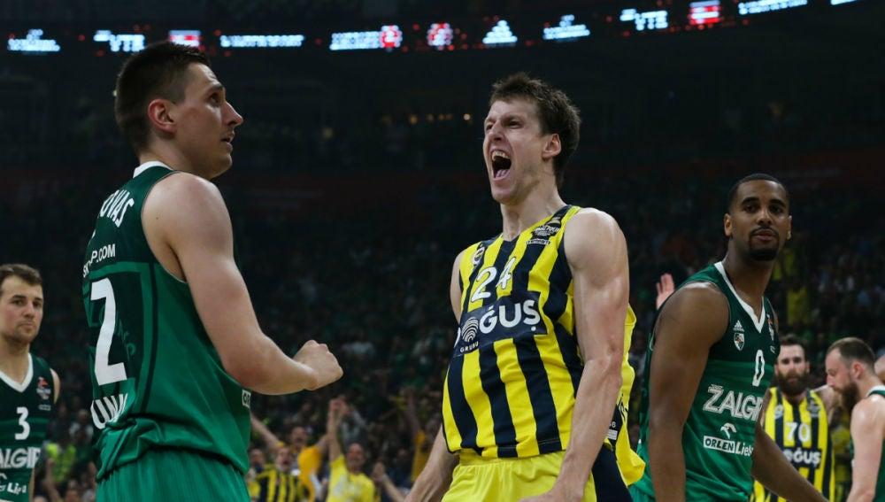 Jan Vesely, del Fenerbahçe