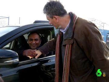 Guillermo Fesser con un conductor
