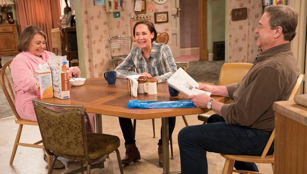 Roseanne - Temporada 10 - Capítulo 6: No es país para viejas