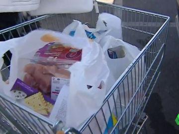 El BOE publica la ley que obliga a los supermercados a cobrar sus bolsas de plástico