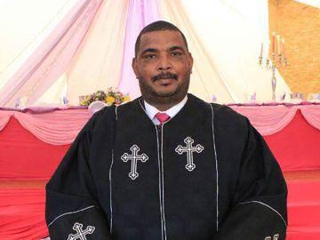 El pastor Oscar Bougardt