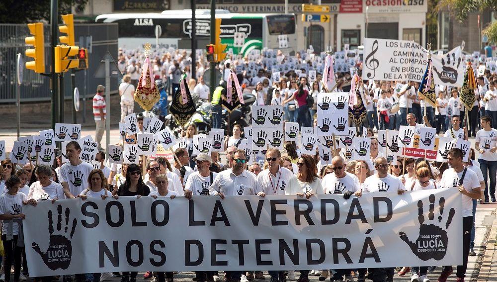 """Miles de personas reclaman la """"verdad"""" y piden """"justicia"""" por el caso de Lucía Vivar"""