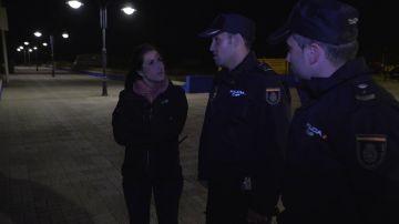 Los primeros agentes que atendieron al menor atropellado por una lancha en Algeciras