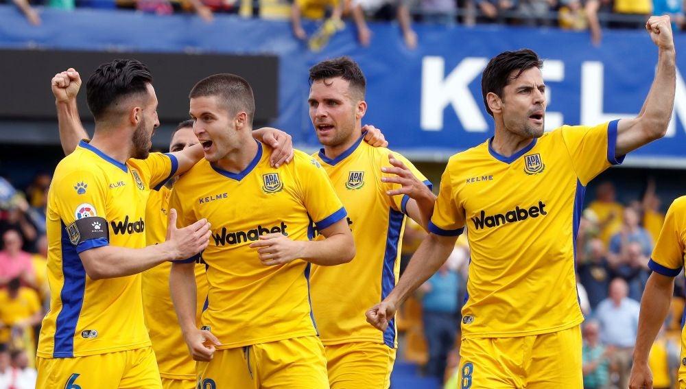 El Alcorcón celebrando un gol