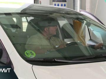 Un hombre pasando una ITV