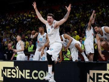 Luka Doncic celebra la Euroliga lograda por el Real Madrid