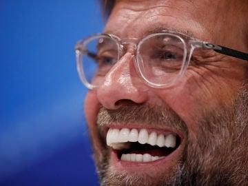 Jurgen Klopp, sonriente ante los medios