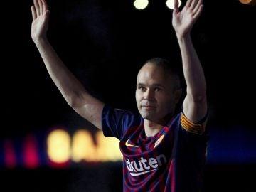 Andrés Iniesta se despide del Camp Nou