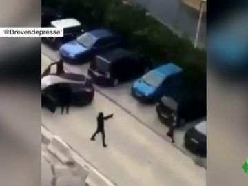 Varios encapuchados disparan con kalashnikovs a un grupo de jóvenes en plena calle de Marsella