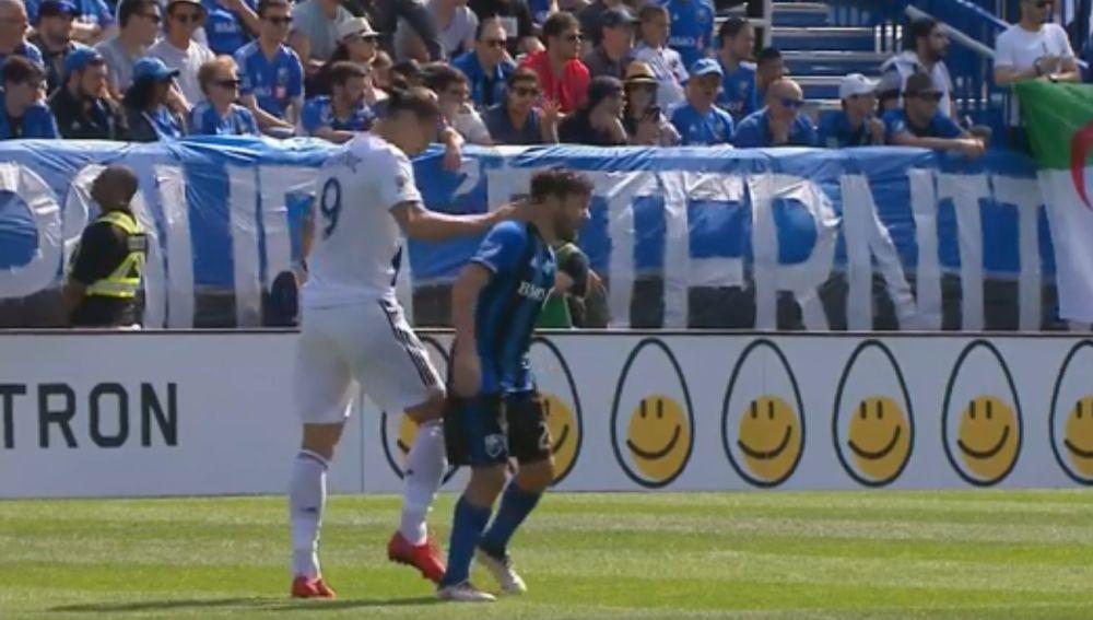 Ibrahimovic abofetea a un rival
