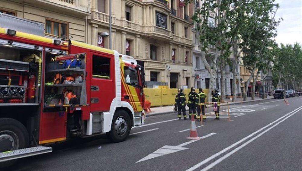 Emergencias actúa en el edificio en obras derrumbado en Madrid