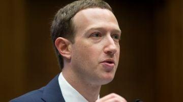 El creador de Facebook, Mark Zuckerberg, en una de sus comparecencias en Washington