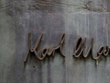 Obra de arte que representa la firma del filósofo alemán y socialista revolucionario Karl Marx