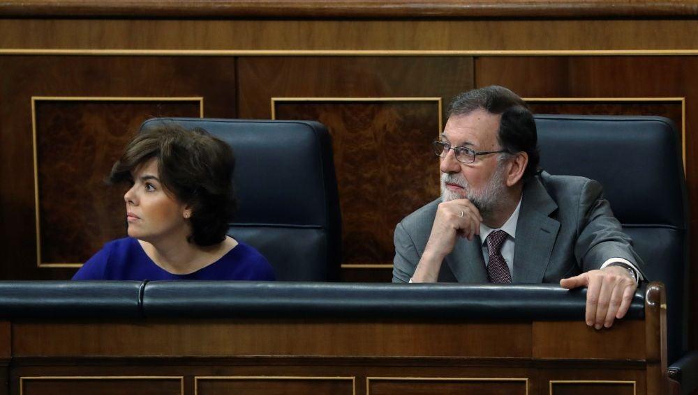 El presidente del Gobierno, Mariano Rajoy, y la vicepresidenta Soraya Sáez de Santamaría