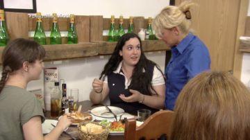 Una clienta encuentra una piedra en la comida de A Cañada