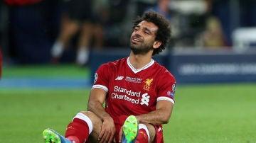 Mohamed Salah llora tras lesionarse en la final de la Champions