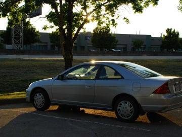 Permanecer durante mucho tiempo dentro de un coche aparcado en verano puede provocar un golpe de calor