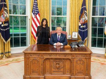 Kim Kardashian en el despacho oval de la Casa Blanca