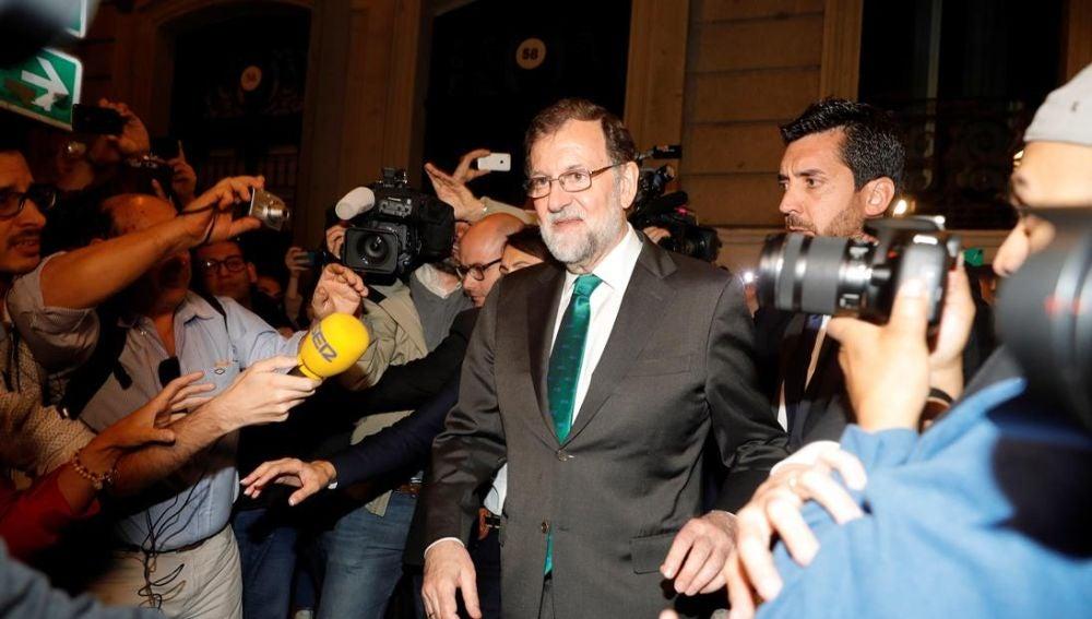 Rajoy deja el restaurante en el que se ha 'atrincherado' durante más de ocho horas