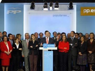 Comparecencia de Mariano Rajoy arropado por los miembros del PP en 2009