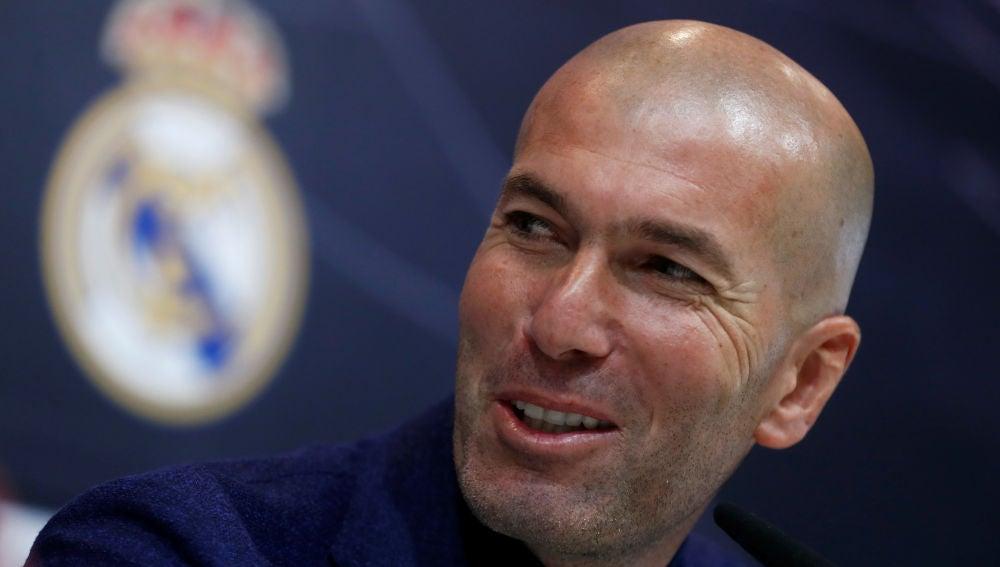 Zidane comparece ante los medios el día de su adiós al Real Madrid