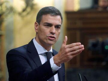 El nuevo presidente del gobierno español, Pedro Sánchez, durante el segundo día de moción de censura en el Congreso .