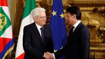 El presidente de la República italiana, Sergio Mattarella, con el primer ministro, Giuseppe Conte
